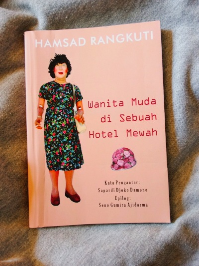 Wanita Muda di Sebuah Hotel Mewah - Hamsad Rangkuti